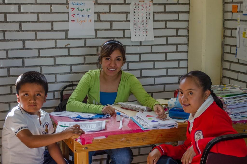 Students and teacher at the 18 de Marzo school. @coreylatislaw.com